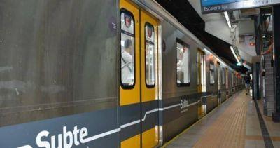 Metrodelegados denunciaron presiones para que no liberen molinetes y advierten por paros