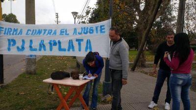 """El PJ platense salió otra vez a la calle para """"frenar el ajuste"""""""