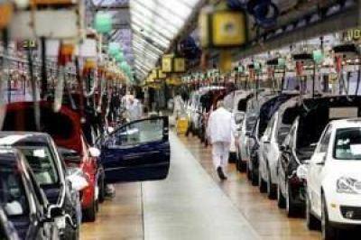 El nivel de actividad industrial retrocedió en abril 2,2%, según la UIA