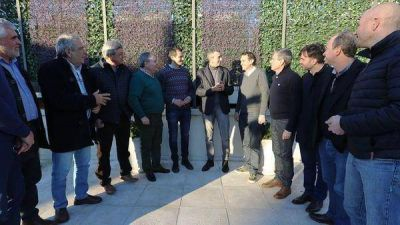 Florencio Randazzo se reunió con 12 intendentes y ratificó su candidatura