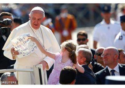 """""""Se puede ser santos"""", dijo el Papa en la catequesis"""