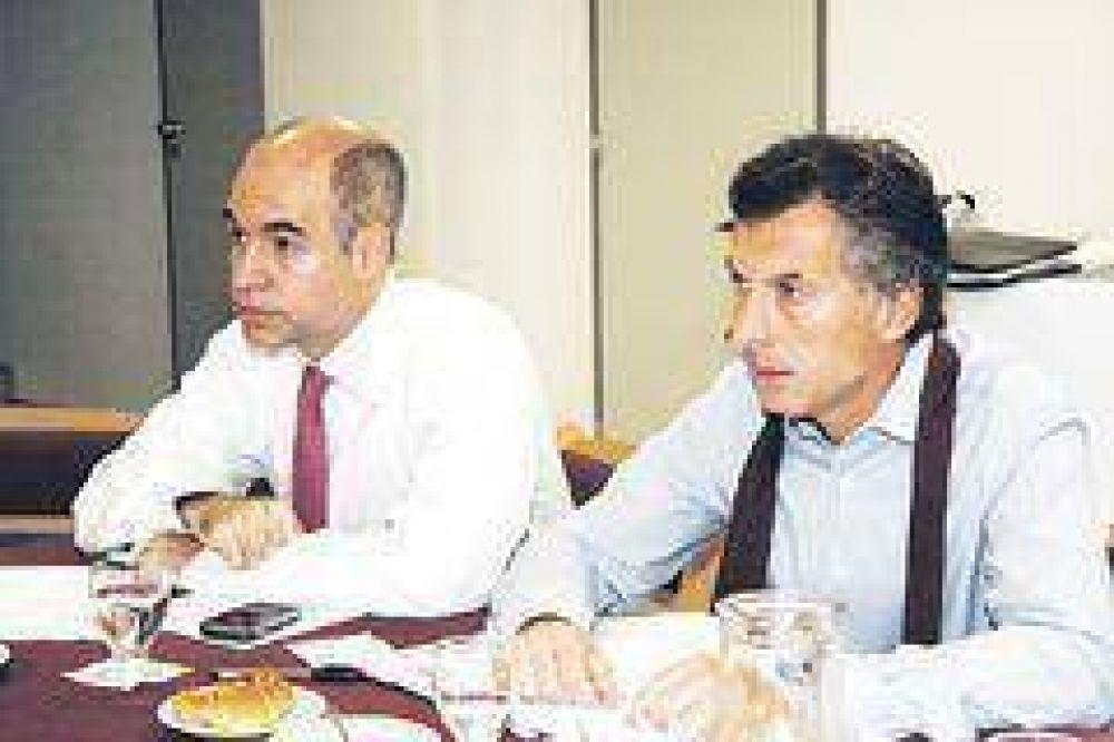 Apura Macri pacto para obtener fondos