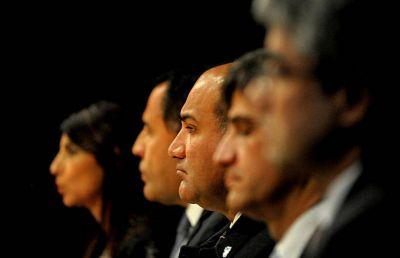 En la presentación de la Escuela de Gobierno, unos pidieron la reforma y otros, más diálogo
