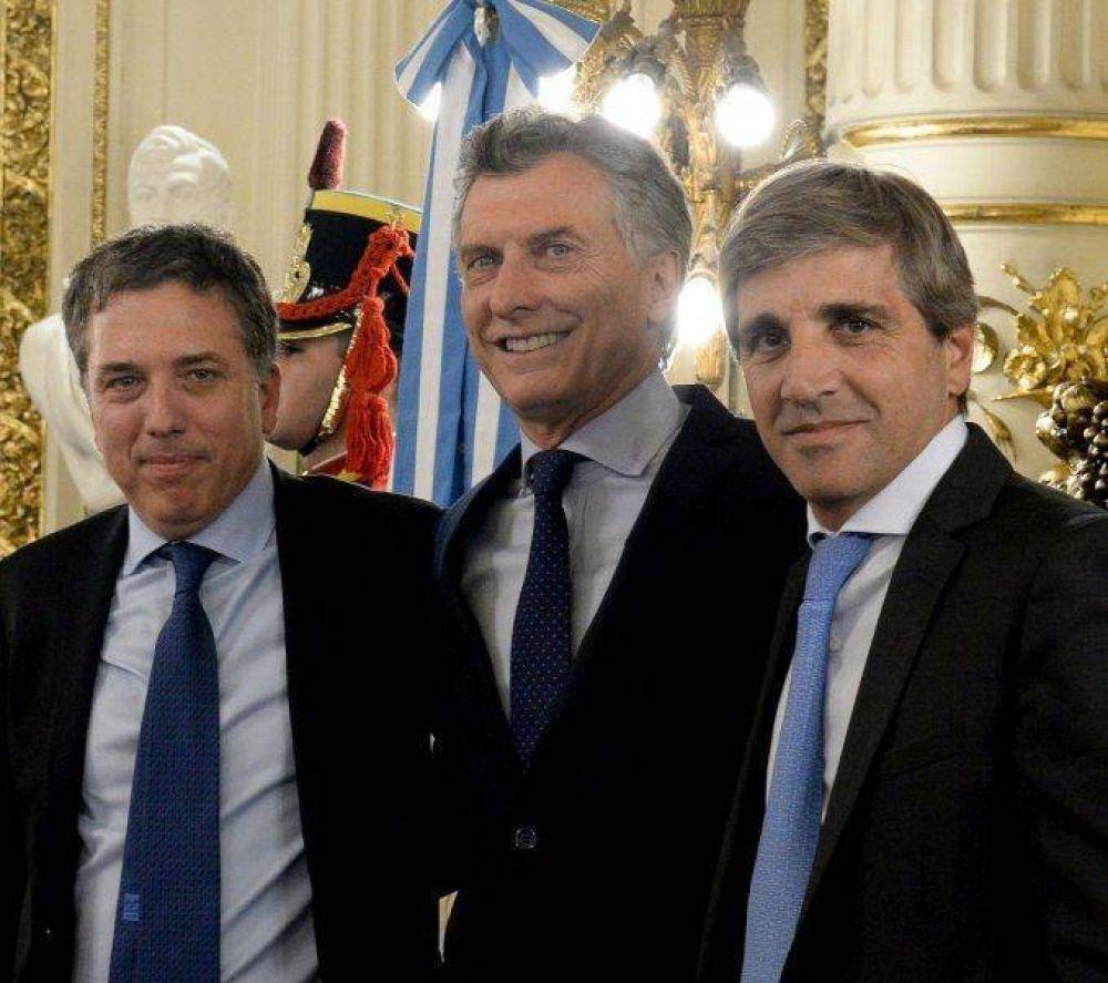 Denunciaron a Macri, Dujovne y Caputo por la deuda a 100 años Nicolás Dujovne, Mauricio Macri y Luis Caputo