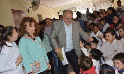 La Provincia estrenó enripiado y anunció más escuelas en el departamento Lavalle
