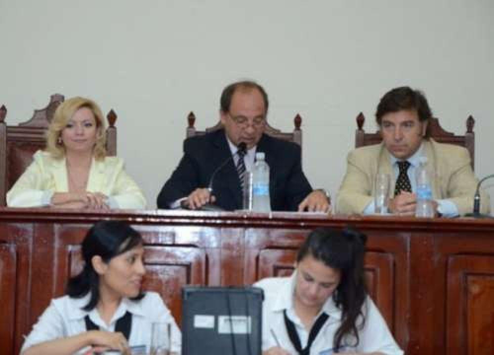El oficialismo con once listas para concejales, la oposición con seis