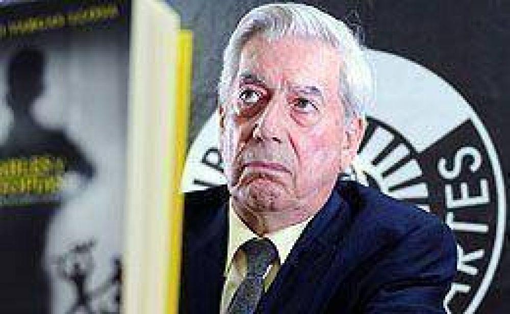 """Para Vargas Llosa, la democracia """"dio marcha atrás"""" en Argentina"""