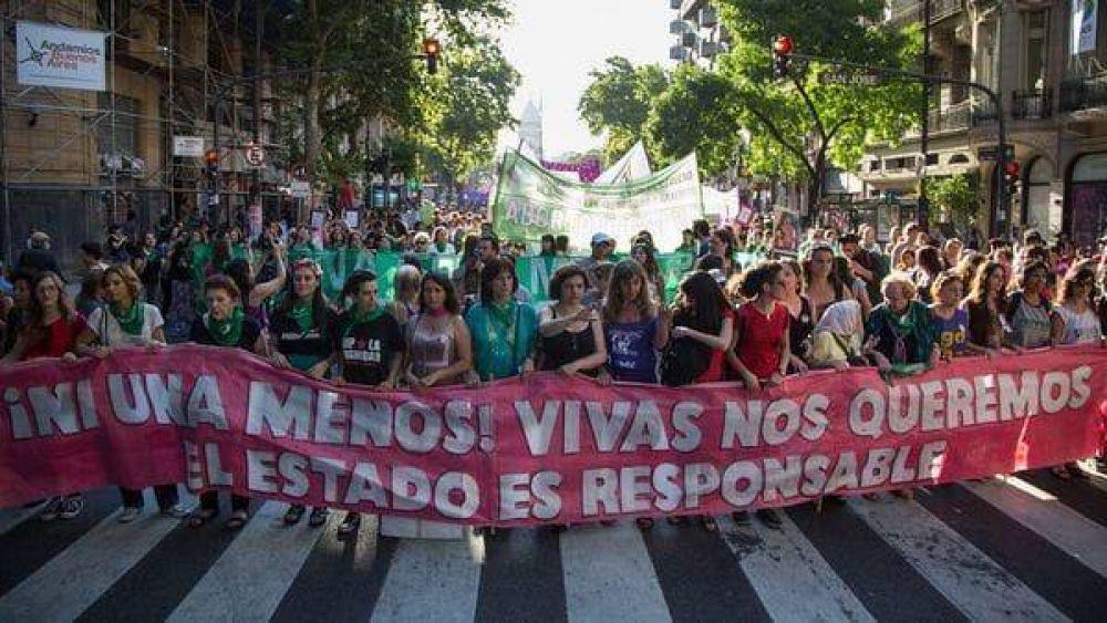 El Gobierno promulgó la ley que priva de la patria potestad a los femicidas