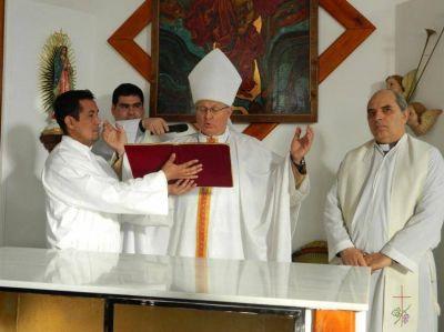 Mons. Urbanc consagró el altar y dedicó el templo del cementerio municipal