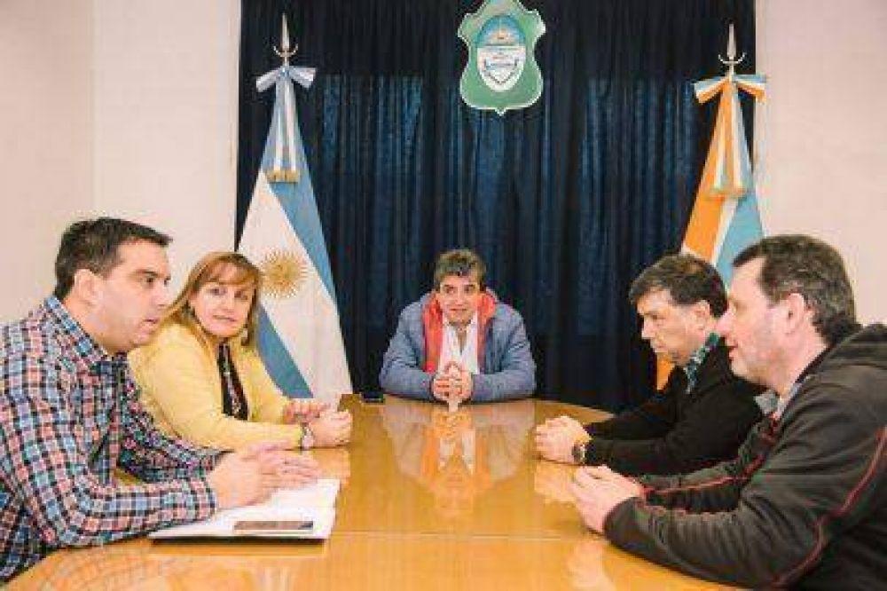 Acuerdo del Municipio con autoridades de YPF para garantizar la ruta del transporte de combustibles