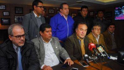 """Renovadores y meristas acusan al Gobierno de """"proscribirlos"""""""