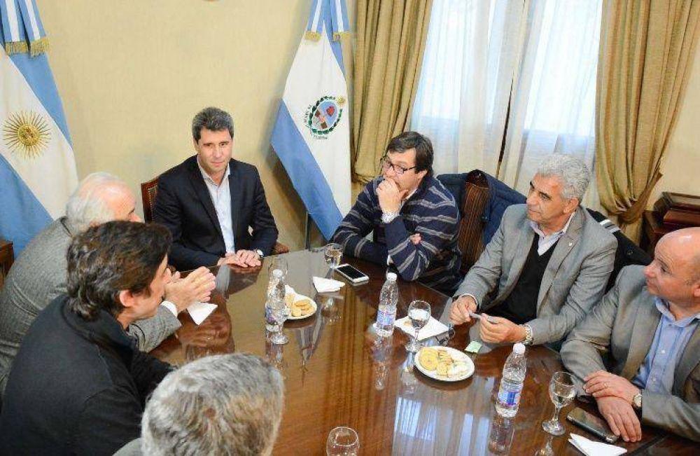 Uñac reunió a sus ministros, colaboradores y la cúpula de Diputados: tema, la campaña