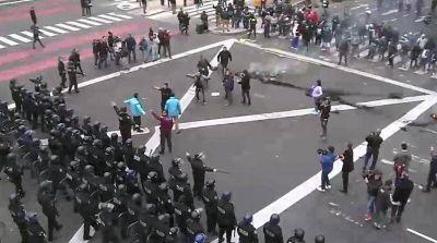 Feroz represión de la Policía contra un reclamo de organizaciones sociales