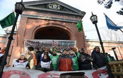 Gremios movilizaron reclamando gestión, salarios y políticas públicas