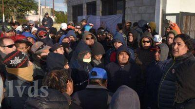 Masiva protesta de desocupados de la construcción en su propio gremio