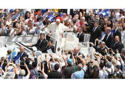 """El Papa en el Ángelus: """"Dios nos libera del mal para ser gozosos anunciadores del Evangelio"""""""