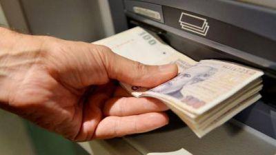 La mitad de los argentinos gana menos de $10.000