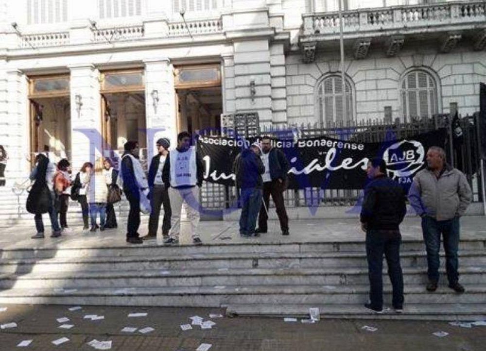 Tras 20 jornadas de paro, Vidal sigue sin dar respuestas a los trabajadores judiciales