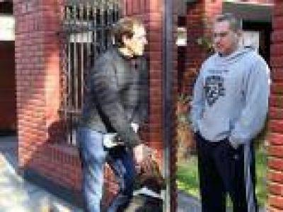 """Garro encabezó 'timbreo de gestión' junto a funcionarios y pre-candidatos: """"Seguimos recorriendo los barrios para escuchar a los vecinos"""""""