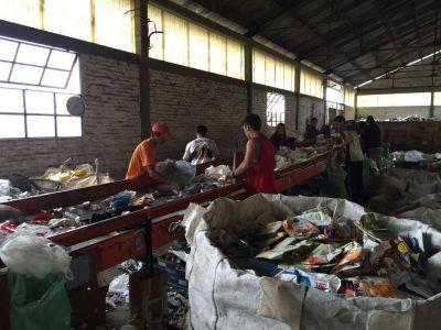 El reciclado de basura, una materia pendiente en Berisso y Ensenada