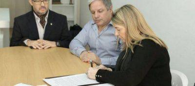 Gobierno firmó el contrato de obra para ampliar la red de gas