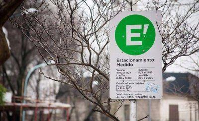 El Municipio propone cobrar estacionamiento medido en Güemes y San Juan