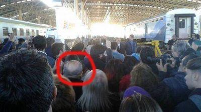 Así observó el intendente Arroyo el acto por la llegada del tren
