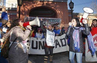 Marcha de estatales en Santa Cruz para acompañar a los maestros