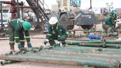Llovizna. Las petroleras invierten a cuentagotas
