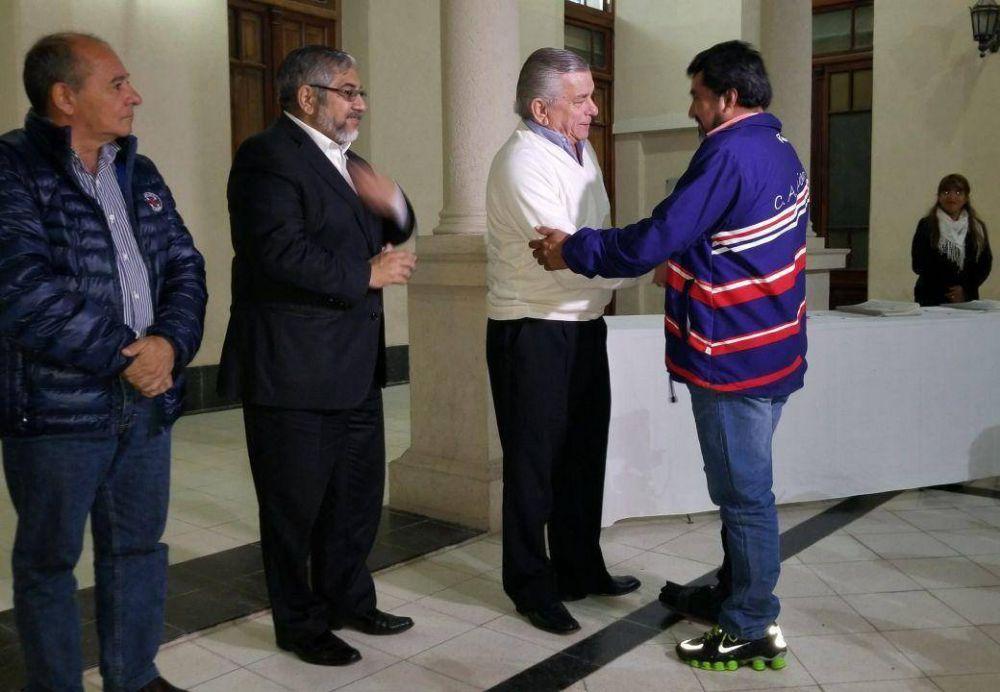 El municipio entregó escrituras y adjudicaciones a vecinos
