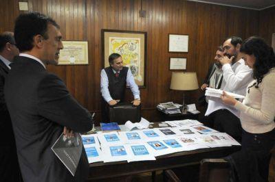 La polémica por el cupo se coló en el acto de oficialización de los modelos de votos