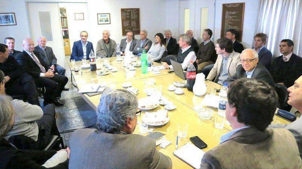 Caballero se reunió con la UIF, la Aduana y representantes fabriles