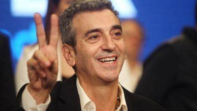 Randazzo tendrá el doble de espacios de publicidad que Cristina en radios y TV