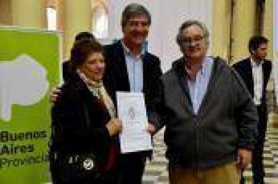 En emotiva ceremonia, Mor Roig y De La Torre entregaron 400 escrituras de viviendas a vecinos de la ciudad de La Plata