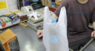 A seis meses de la prohibición de las bolsas plásticas, piden que vuelvan a entregarse