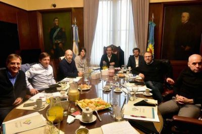 Garro hizo de anfitrión en La Plata durante el encuentro nacional de Intendentes