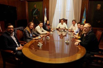 """En La Plata, los precandidatos se reúnen para acordar una campaña de """"tolerancia y cuidado del espacio público"""
