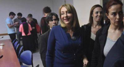 Macri ya decidió echar a Gils Carbó por decreto si la procesan y se suma el caso Racing