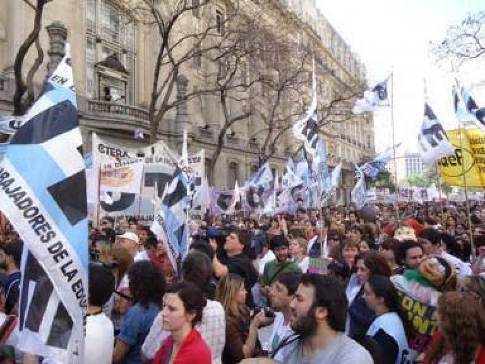 Martes: paro docente y movilización por aumento salarial