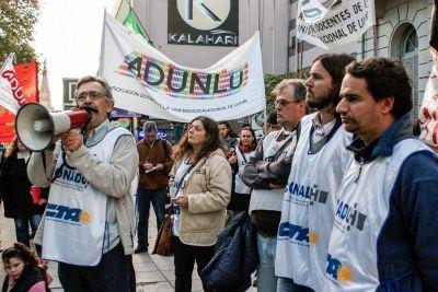Docentes de la UNLu rechazaron el nuevo ofrecimiento salarial