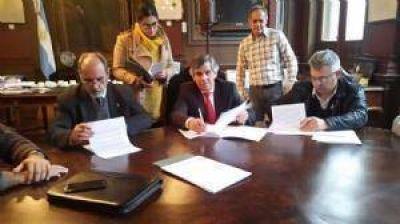 El intendente Britos firmó el convenio para el curso de prevención de adicciones