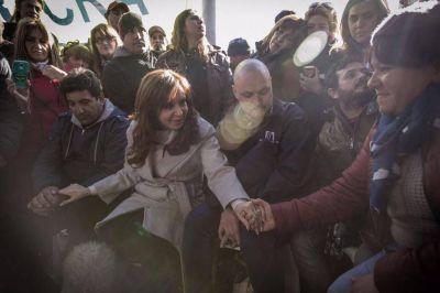 Cristina no pierde pisada: se reunió con los trabajadores despedidos de Atucha que negó el oficialismo