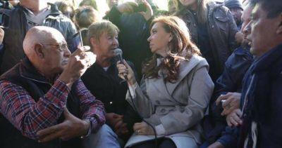 CFK visitó el acampe de los despedidos de Atucha