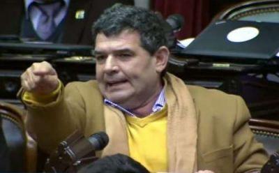 Olmedo trató de vagos a los diputados que no trabajan y los invitó a que agarren una pala