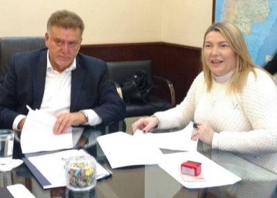 Bertone firmó convenio para urbanizar el sector IIII