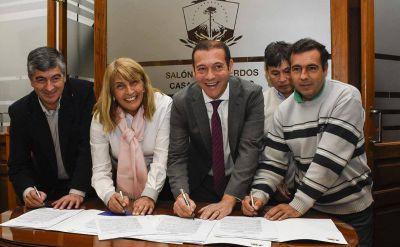 Firmaron acuerdos para construir otras 100 viviendas en el interior neuquino