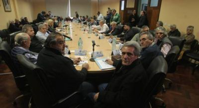 Lingeri, Martínez y Andrés Rodríguez lograron frenar la convocatoria a un paro nacional