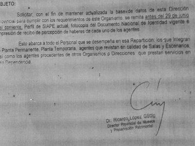 """A contramano: Mientras Vidal """"despapeliza"""" la provincia, Cultura pide todo… en papel"""