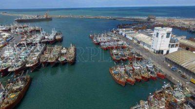"""Provincia busca resolver en el """"corto plazo"""" la congestión del Puerto local"""