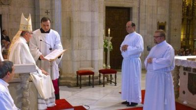 """El Obispo de Santander pide """"disponibilidad, servicio y oración"""" a los dos nuevos diáconos"""